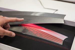 Individuelle Beleuchtungskonzepte im Automobil-Innenraum mit gedruckter Elektronik. Bildquelle: Messe München