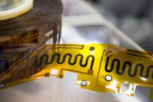 Elektronik aus dem Drucker ist dünn und flexibel. Das macht die Technologie besonders attraktiv für ausgefallene Designkonzepte und ganz neue Anwendungen. Bildqelle: Messe München
