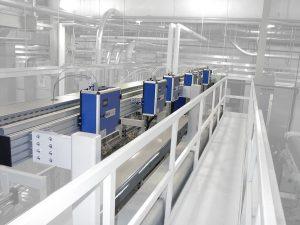 Folieninspektionssystem in einer biaxialen Reckanlage. Dabei ist der Auflösungsbereich des Bildverarbeitungsystems unterschiedlich beziehungsweise abhängig von den Spezifikationen des Endkunden und vom Produktionsprozess. (Bildquelle: OCS)