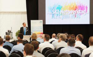 """Der Netzwerktag des SKZ in Würzburg ist ein """"attraktiver Mix"""" aus der Präsentation von Branchennews, erfolgreichen Entwicklungen, aktuellen Forschungsergebnissen und vor allem der Möglichkeit zum aktiven Technologietransfer und zu Kooperationen, erklärte ein Teilnehmer. (Bildquelle: SKZ)"""