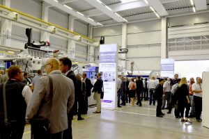 Bei den Werksführungen konnten sich die Gäste von der Kompetenz des Unternehmens in Bezug auf Spritzgießtechnik, Robotik und Peripherie überzeugen.