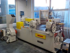 Das Technikumswalzwerk ermöglicht, den Herstellprozess vom Labor über das Technikum bis hin zur kommerziellen Produktion darzustellen. (Bildquelle: Rowa)
