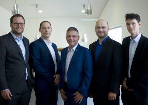 Das Exist-Team mit seinem fachlichen Mentor Prof. Bodo Fiedler (v.l.n.r.): Daniel von Bernstorff, Andreas von Bernstorff, Prof. Dr.-Ing. habil. Bodo Fiedler, Danny Hinz, René Steinrücken. (Bildquelle: TUHH/Exist)