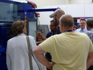 Wie Industrie-4.0-Konzepte praktisch in der Spritzgießfertigung umgesetzt werden, demonstrierte Wittmann Battenfeld an dieser Fertigungszelle mit einer elektrischen 110 t- Ecopower-Spritzgießmaschine einschließlich Roboter und weiteren Peripheriegeräten. (Bildquelle: Wittmann Battenfeld)