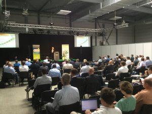 Die 120 Teilnehmer hörten Vorträge, die das Feld der Biokunststoffe aus unterschiedlichsten Blickwinkeln beleuchteten. Bildquelle: Dr. Etwina Gandert/Redaktion Plastverarbeiter