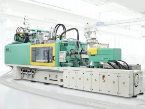 Die Spritzgießmaschinen dieser Baureihe sind speziell für schnelllaufende Würfelanwendungen ausgelegt. (Bildquelle: alle Arburg)