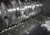 Entscheidend ist das Schneidwerk. Je nach Anwendung ist ein großer Rotordurchmesser verbaut, der mit gehärteten, konkaven Werkzeugen bestückt ist.