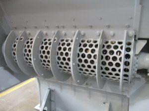 Das robuste Sieb kann für unterschiedliche Output-Korngrößen einfach gewechselt werden.