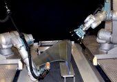 Wenn ein neues Teil oder eine komplexe Form geprüft werden soll, besteht die größte Herausforderung bei Prüfrobotern darin, den Bewegungsablauf des Roboters so zu planen, dass die Prüfung die gesamte Oberfläche des zu prüfenden Teils abdeckt. Dies wird in der Regel durch Spezialisten durchgeführt und ist also ressourcen- und zeitintensiv. (Bildquelle: FACC / Spirit