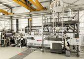 Folienextrusionsanlage mit Extruder, Filtriersystem und Online-Viskosimeter (Bildquelle: Gneuß)