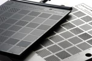 Mit der Kombination aus Nano- und Pikosekundenpulsen lassen sich funktionale Oberflächen mit großer Genauigkeit auch effizient herstellen. (Bildquelle: Fraunhofer ILT)