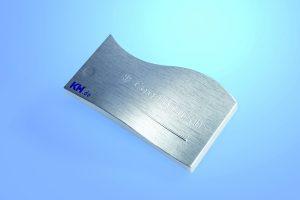 Coolbrush: Das Bauteil aus wärmeleitfähigem Kunststoff erhält durch eine Laserstruktur im Werkzeug und Chromlack die Optik und kühle Haptik einer metallischen Oberfläche. (Bildquelle: KH)