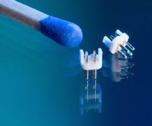 Das Handling und Einbringen der Miniaturpins in diesen Micro Connector stellte sich als große Herausforderung dar.