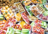Früchte und Gemüse in der Verpackung (Bildquelle: rufar-stock.adobe.com)