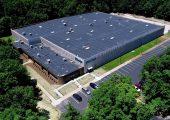 Das neue Firmengebäude von Piovan in den USA hat eine Fläche von 110.000 Quadratmetern und beherbergt vor allem die Produktion von Peripheriegeräten für die Kunststoffverarbeitung durch die US-Tochtergesellschaft Universal Dynamics. (Bildquelle: Piovan)