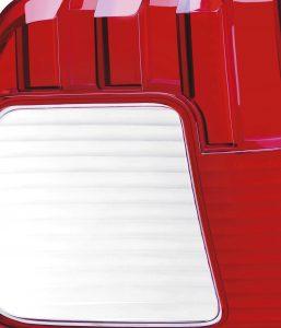 Das Reinigungsgranulat verhindert Verfärbungen bei Scheinwerfern und Rückleuchten. (Bildquelle: Chem Trend)