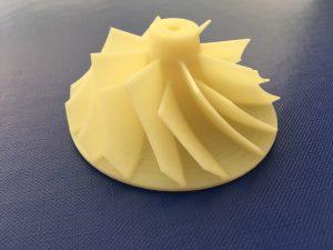 Komplexes, durch Filamentdruck gefertigtes ABS-Bauteil in der Luft- und Raumfahrtbranche sowie der Automobilindustrie.
