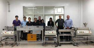 Der Anlagenbauer Dr. Collin hat eine Mikro-Extrusionsanlage für medizinische Garne nach Thailand geliefert und dort in Betrieb genommen. (Bildquelle: Dr. Collin)