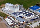 Der Folienhersteller Horn & Bauer hat im Werk Ilmenau einen Erweiterungsbau für die Folienextrusion mit etwa 2.000 Quadratmeter Fläche eröffnet und dort eine 7-Schicht Blasfolienanlage in Betrieb genommen. (Bildquelle: Horn & Bauer)
