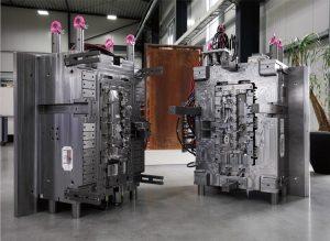 Bei Formenbau Kellermann werden anspruchsvolle Ein- und Mehrkomponenten-Spritzgießwerkzeuge für die Automobil- beziehungsweise Automobil-Zulieferindustrie gebaut.