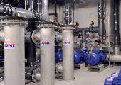 Blick in die Energiezentrale eines Spritzgieß-Unternehmens mit Kühl-, Rückkühl- und Lüftungsanlagen, die Oni- Wärmetrafo errichtet hat. (Bildquelle: Oni-Wärmetrafo)