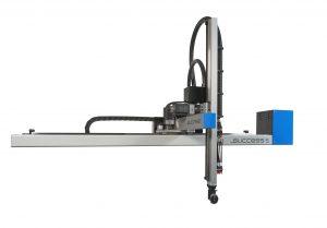 Der 3-achsige Universalroboter wurde auf einer 100 Tonnen-Spritzgießmaschine gezeigt. (Bildquelle: Sepro)