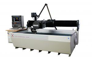 Der Schneidkopf Tilt-A-Jet schneidet Kunststoffe sowie leitende und nicht leitende Metalle direkt nach CAD-Vorgabe.