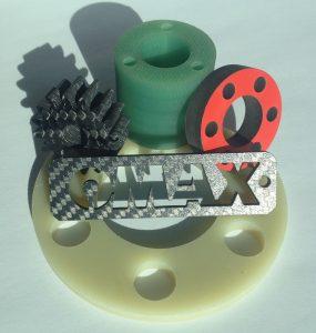Mit Wasserstrahl geschnittene Bauteile aus CFK und GFK. (Bildquelle: alle Innomax)
