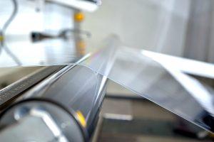 Die weltweit breiteste PMMA-Flachfolienanlage ist im Betrieb. (Bildquelle: Evonik)