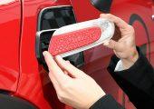 """Das personalisierte Auto: Die Nachrüstungsteile für den """"Mini"""" (im Bild eine Dekorabdeckung und ein Seitenblinker) werden nach gemäß Kundenbestellung additiv gefertigt. (Bildquelle: BMW Group)"""