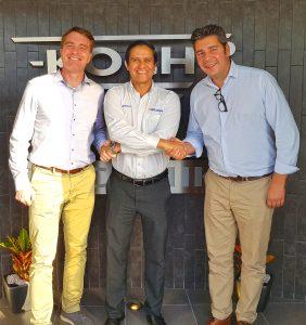 Koch-Technik-Geschäftsführer Carsten Koch, Gitamsa-Geschäftsführer Armando Feregrino und Michael Rentschler, Vertriebsleiter Mexiko (v.l.) nach den Vertragsgesrpächen in Querétaro, Mexiko. (Bildquelle: Koch)