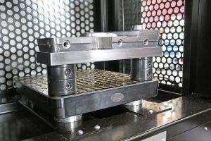 Hochpräzise und stabil – mit dem Nullpunktspannsystem lassen sich kleine und große Bauteile schnell und einfach rüsten. (Bildquelle: alle Wisa)