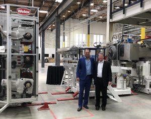 Co-CEOs Joseph Ross (links) und Robert Daviduk (rechts) präsentieren das neue Werk in Vernon, Kalifornien, USA. Hier werden Flakes aus PET-Consumer-Abfällen zu lebensmittelechten Verpackungen verarbeitet. (Bildquelle: rPlanet Earth)