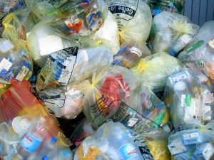 Nur ein geringer Teil der auf dem Markt befindlichen EPS-Menge landet im Gelben Sack. (Biildquelle: IK Industrievereinigung Kunststoffverpackungen)