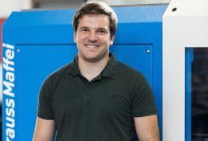 Christoph Eder, Geschäftsführer CMJ Kunststofftechnik, ist froh eine Spritzgießmaschine mieten zu können.
