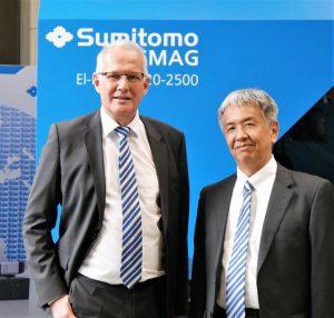 Gerd Liebig, CEO, und Shoichi Ohira, COO Sumitomo (SHI) Demag, (von links). (Bildquelle: Sumitomo (SHI) Demag)