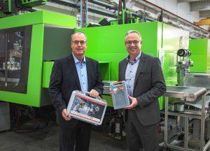Die neuen Geschäftsführer von W.AG: Bertram Göb (r.) übernimmt die Regie über den kaufmännischen Bereich inklusive Vertrieb und Marketing. Spritzgieß-Experte Christof Hanschke (l.) wird den Bereich Technik und Produktion inklusive Werkzeugbau und Logistik verantworten.