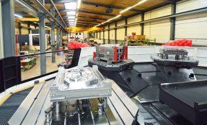 Der schweizerische Formenbauer fertigt Spritzgießwerkzeuge mit einen Gewicht von drei bis 20 Tonnen fast ausschließlich für die Automobilindustrie. Die Bilder entstanden bei der feierlichen Einweihung des neuen 5-Achs-Bearbeitungscenters. (Bildquelle: alle GK tool)