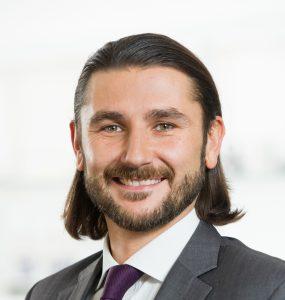 """Dr. Marius Lakomiec, Strategic Account Manager bei EOS: """"Der industrielle 3D-Druck und E-Mobiltät können voneinander profitieren."""" (Bildquelle: EOS)"""