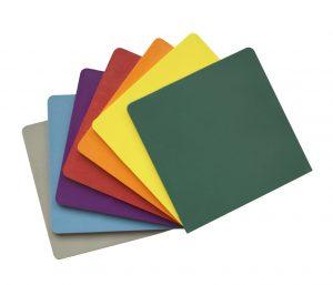 PPS-Musterplättchen in sieben Farben (Bildquelle: Lifocolor)