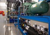 Im Kältecontainer sind alle Komponenten leicht zugänglich und wartungsfreundlich angeordnet – der Tank ist eine Maßanfertigung. (Bildquelle: Reisner Solutions)