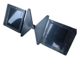 Zwei unterschiedlich polierte Kavitäten zur Ermittlung des Glanzgrades von Thermoplasten. (Bildquelle: Bestenlehrer)