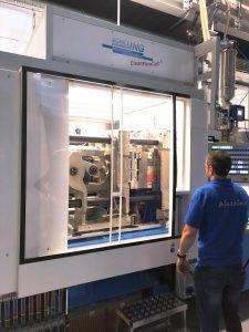 Ein Laminar-Flow-Aufsatz spült die unmittelbare Produktionsumgebung der Pipetten schon während des Spritzgussprozesses mit Reinstluft. (Bildquelle: Hamilton)