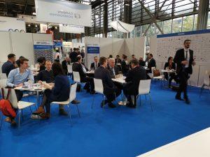 Der CCeV-Gemeinschaftsstand auf der JEC World 2019 in Paris stieß bei dem Fachpublikum auf reges Interesse. (Bildquelle: MAI Carbon)