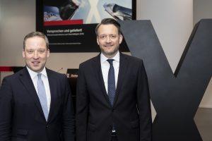 Vorstandvorsitzender Matthias Zachert (links) und Finanzvorstand Michael Pontzen konnten auf der Bilanzpressekonferenz in Köln über ein starkes Geschäftsjahr 2018 berichten. (Bildquelle: Lanxess)