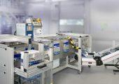 Die Druckverschlussbeutel lassen sich in den automatisierten Verpackungsprozess im Reinraum integrieren. (Bildquelle: alle Strubl)