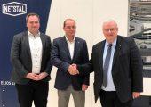Neue Partner in Rumänien: Nijaz Husidic (Sales Director Europe Netstal), Radu Mareş (Director Plastics Bavaria), Richard Schunck (Area Sales Manager Netstal) (Bildquelle: Netstal)