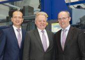 v.l.n.r.: Rainer Weingraber, Dr. Werner Wittmann, Georg Tinschert (Bildquelle: Wittmann Battenfeld)