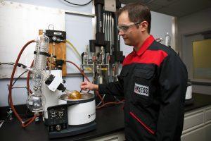 Der Reibkraftminderer ist kompatibel mit allen Motorölen (Bildquelle: Lanxess)