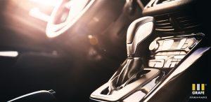 Die neuen Farb-Additiv-Kombi-Masterbatches erzielen bei geringerer Zugabedosierung eine verbesserte Performance hinsichtlich UV- und Thermostabilisierung von Automotive-Anwendungen aus ABS. (Bildquelle: Grafe)
